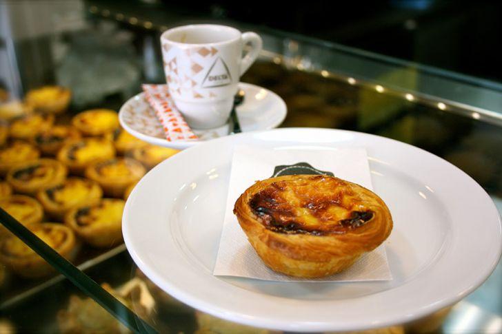 NATA Lisboa Puddingtörtchen mit Espresso (c) STADTBEKANNT
