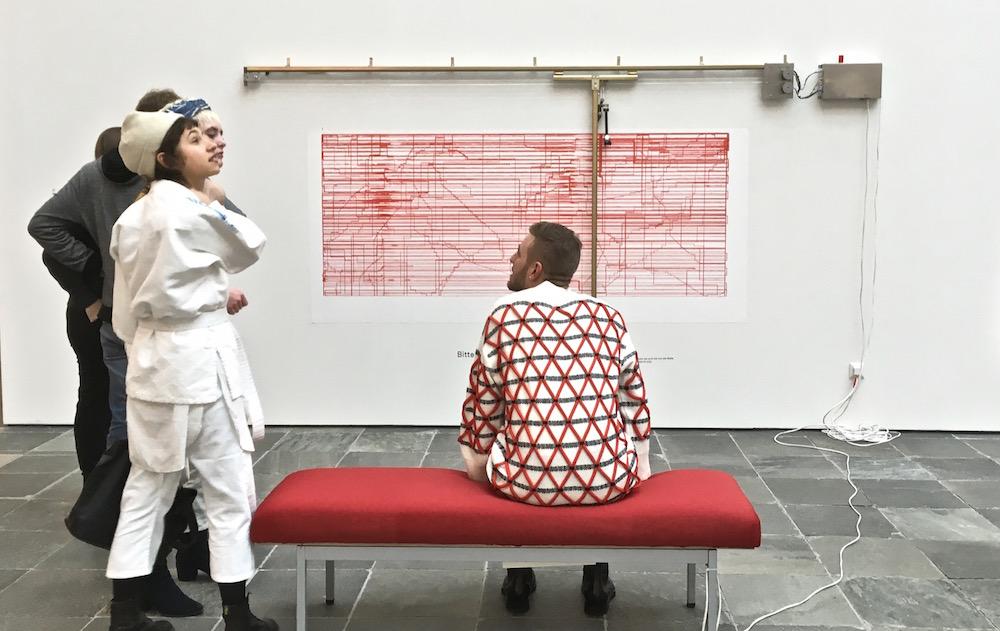21er Haus Duett mit Künstler - Sitzbank (c) STADTBEKANNT