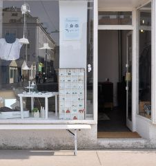 Enjoy Living Geschäft Eingang (c) STADTBEKANNT Kerschbaumer
