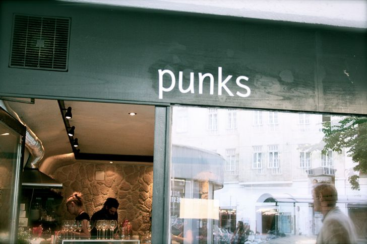 punks Lokaleingang (c) STADTBEKANNT Nohl