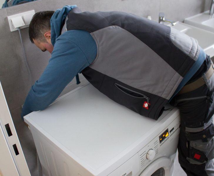 Umziehen leicht gemacht -  Waschmaschine Montage (c) Die Möbelpacker