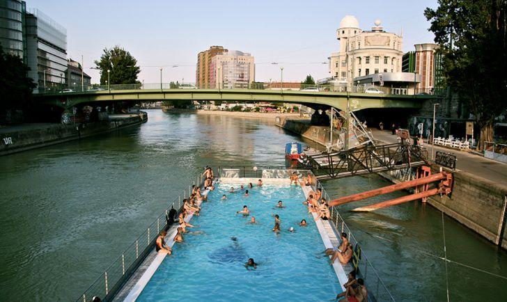 Prost Mahlzeit Badeschiff Pool (c) STADTBEKANNT