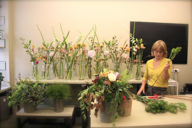 Blumengestalten Floristin (c) STADTBEKANNT Nohl