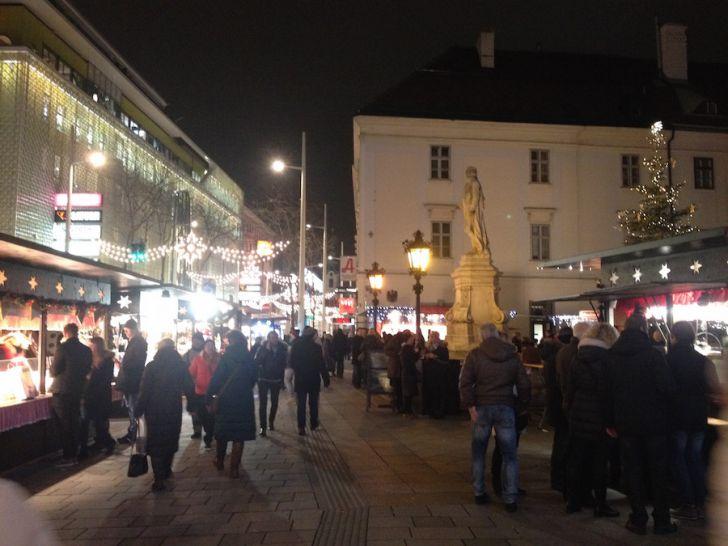 Mariahilf Adventmarkt (c) STADTBEKANNT Hofinger