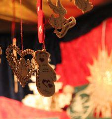 Rathaus Christkindlmarkt Schmuck Weihnachten (c) STADTBEKANNT Hofinger