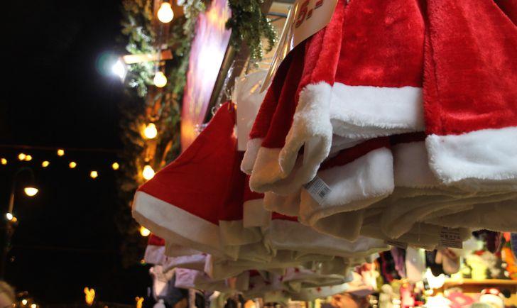 Rathaus Christkindlmarkt Weihnachtsmütze (c) STADTBEKANNT Hofinger