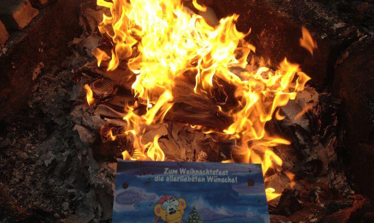 Weihnachten Feuer Geschenke (c) STADTBEKANNT Hofinger