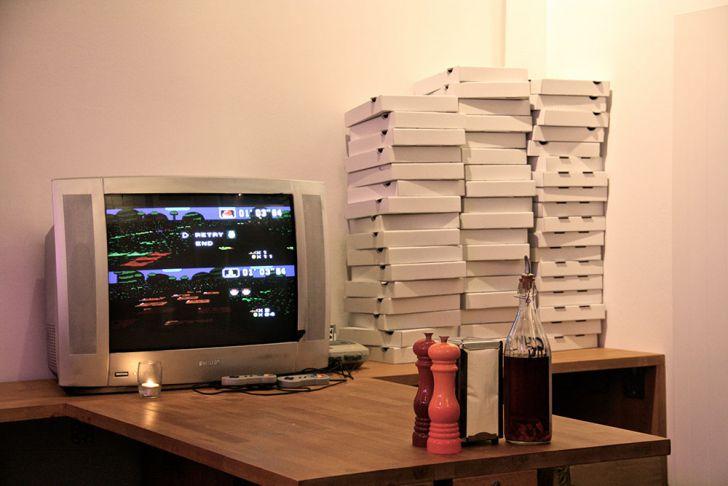 Bros Pizza Kartons Nintendo 64 (c) STADTBEKANNT Wetter-Nohl