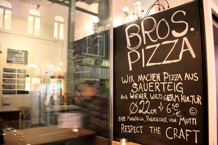 Bros Pizza Tafel (c) STADTBEKANNT Wetter-Nohl