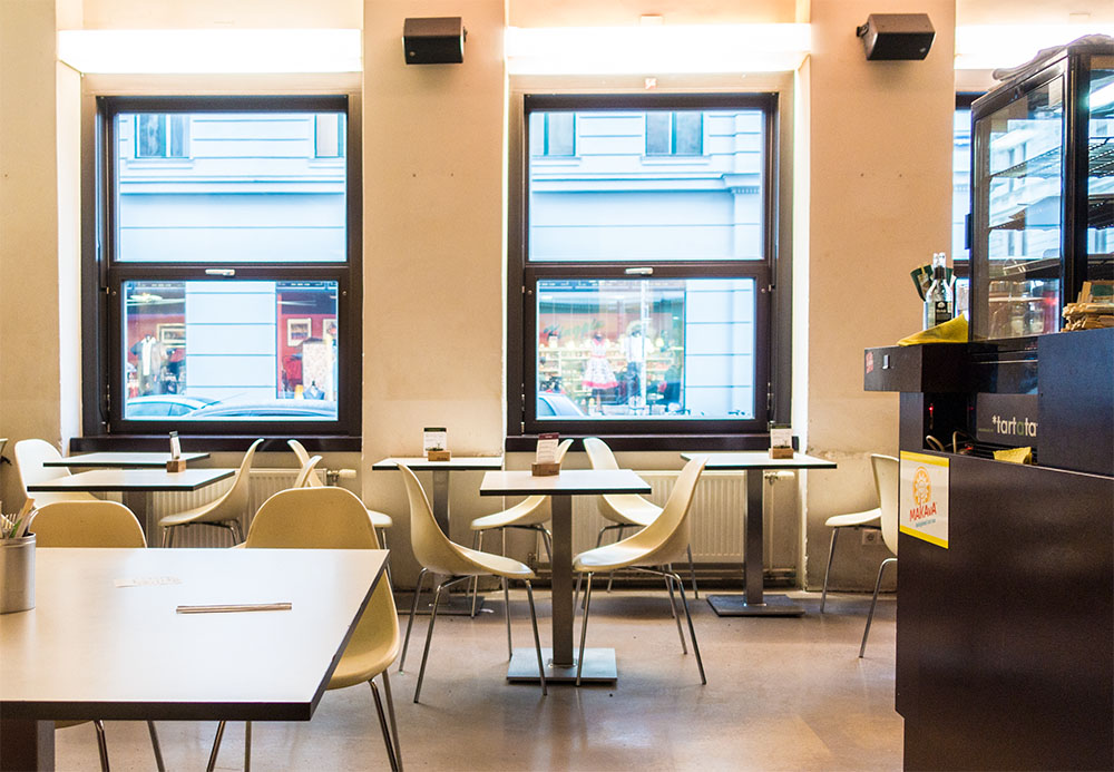 Gasthaus Sapa Lokal Tische (c) STADTBEKANNT