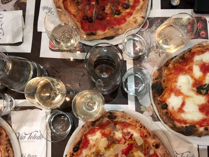 Via Toledo Pizza Tisch (c) STADTBEKANNT