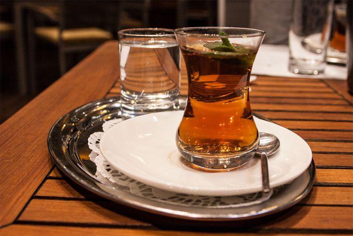 Yalla Tee mit Minze (c) STADTBEKANNT