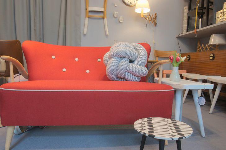 Atelier Wanderlust rote Sofa (c) STADTBEKANNT Kerschbaumer
