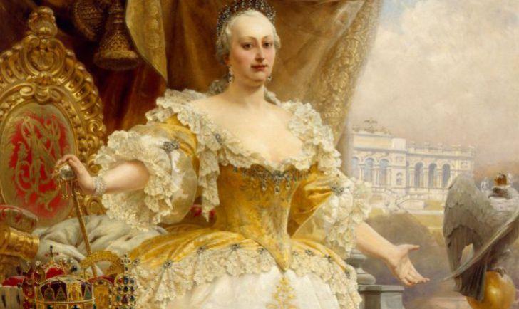 Maria Theresia im gelben Kleid (c) BMobV Foto Tina Haller