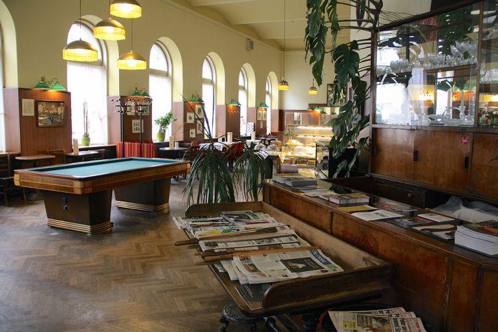 Café Schopenhauer Zeitungen (c) STADTBEKANNT Wetter-Nohl