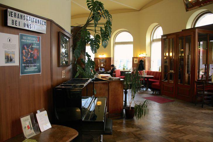 Café Schopenhauer Kaffeehaus Klavier (c) STADTBEKANNT Wetter-Nohl