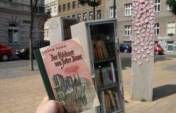 Offener Bücherschrank Der Glöckner von Notre Dame (c)STADTBEKANNT Hofinger
