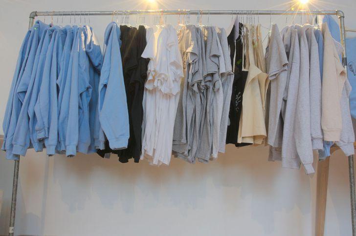 Dunkelweis T-Shirts (c) STADTBEKANNT Kerschbaumer
