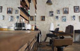 Franz und Gloria Haarsalon und Barbershop Friseurstuhl Bilder (c) STADTBEKANNT Pitzer