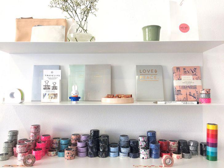 NEAT corner shop Produkte Regal (c) STADTBEKANNT Kerschbaumer
