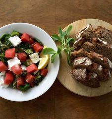 Feta Wassermelone Salat Brot (c) STADTBEKANNT