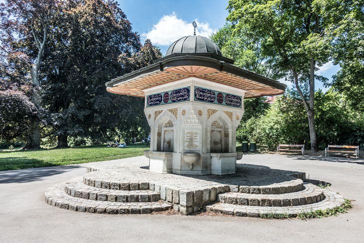 Türkenschanzpark Yunus-Emre-Brunnen (c) STADTBEKANNT