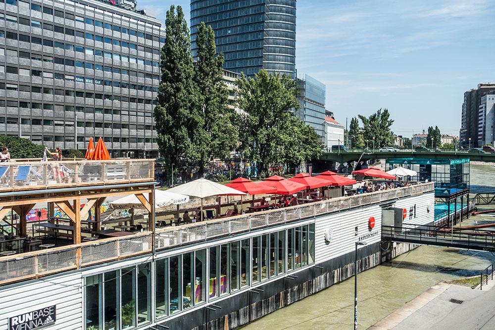 Badeschiff Sonnendeck Donaukanal (c) STADTBEKANNT