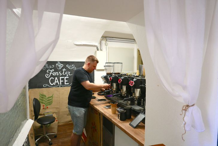 Fenster Café Zubereitung (c) STADTBEKANNT Wetter-Nohl