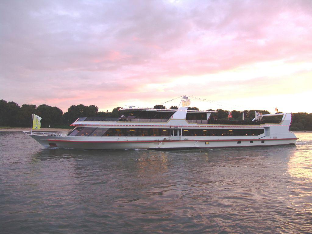 MS Kaiserin Elisabeth im Abendrot (c) Donau Touristik