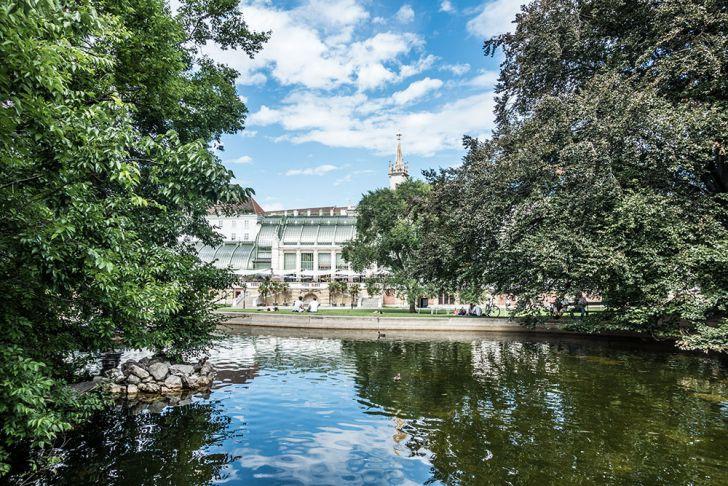 Burggarten Teich Palmenhaus (c) STADTBEKANNT
