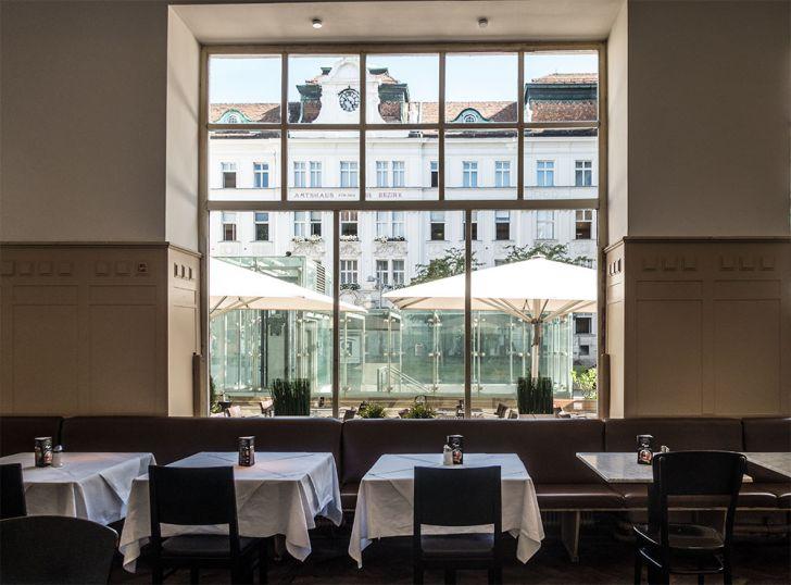Café Florianihof Tische (c) STADTBEKANNT