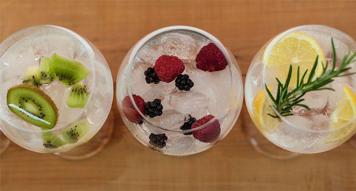 Gin Cocktails Kiwi Beeren Zitrone (c) STADTBEKANNT