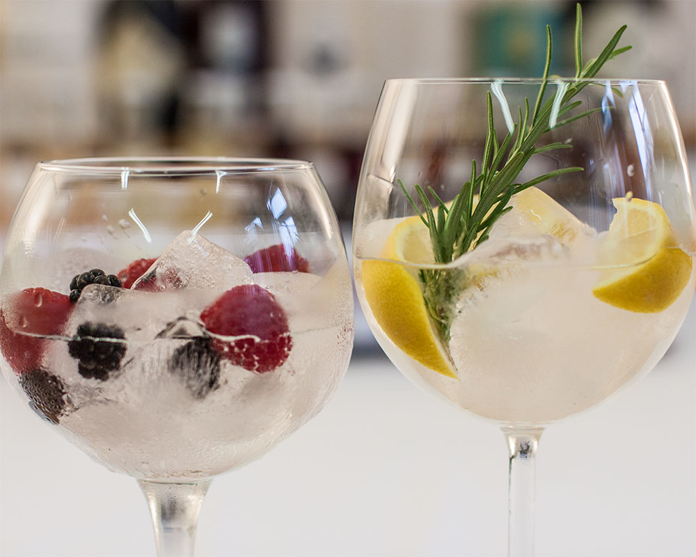 Gin Cocktails Beeren Zitrone (c) STADTBEKANNT