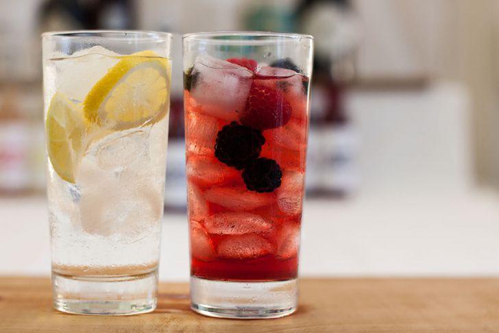 Gin Cocktails Zitrone Beeren (c) STADTBEKANNT