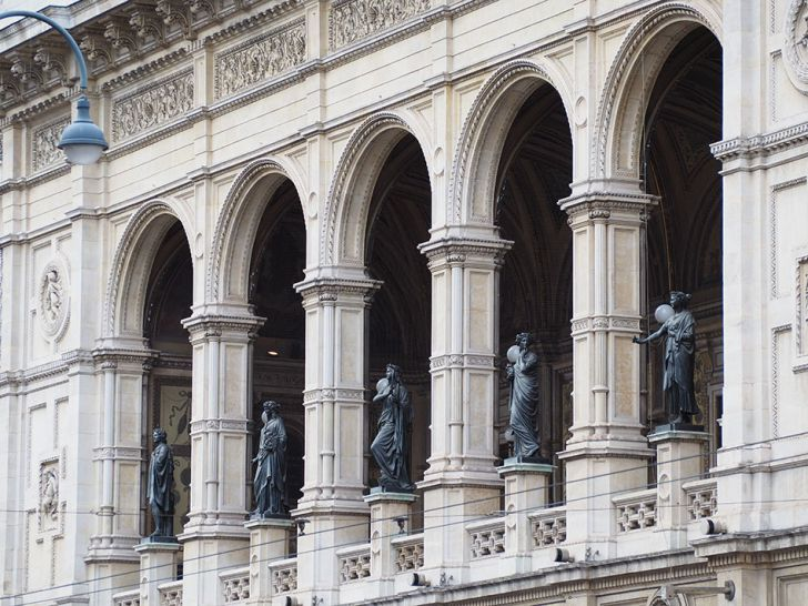 Staatsoper Statuen (c) STADTBEKANNT Pitzer