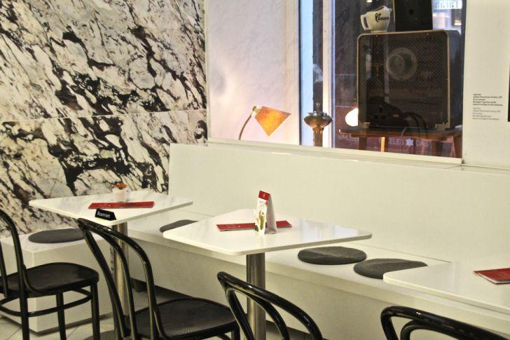 Café Eskeles Tische (c) STADTBEKANNT