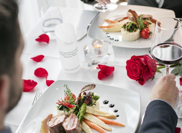 Candle-Light-Dinner in einem ARCOTEL Hotels Restaurant (c) ARCOTEL Hotels & Resorts GmbH