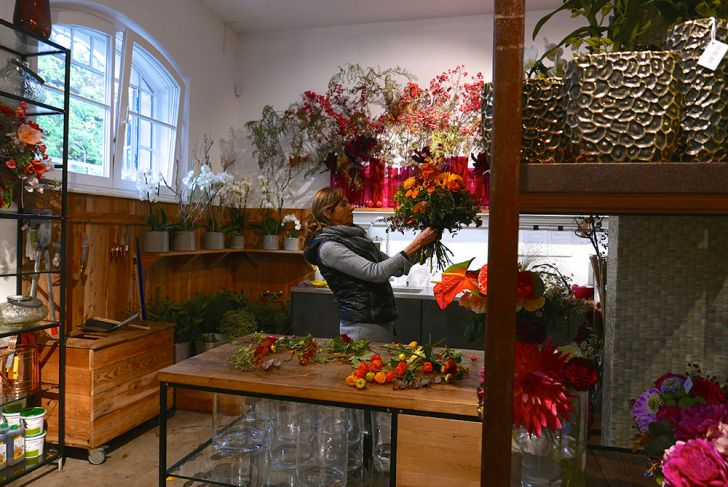 Donati Blumen arrangieren (c) STADTBEKANNT Wetter-Nohl