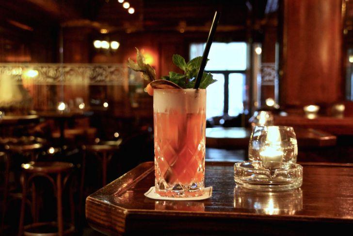 Kruger's American Bar Cocktail Tisch (c) STADTBEKANNT Hofinger