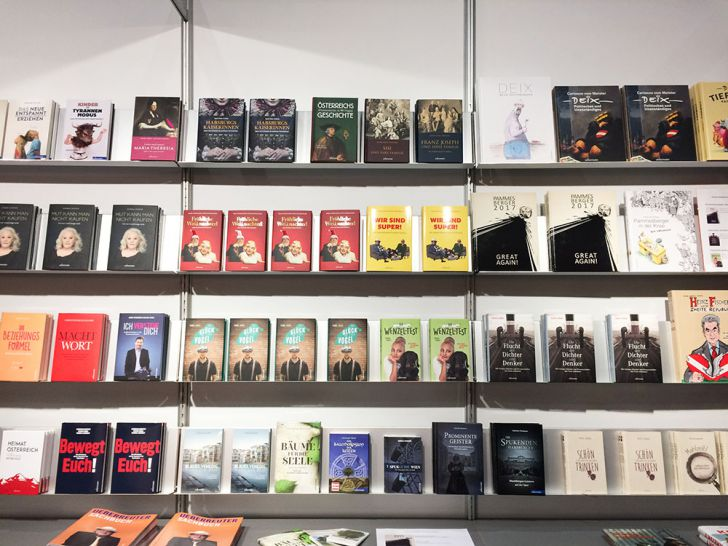 BUCH WIEN Bücher regal (c) STADTBEKANNT Kerschbaumer