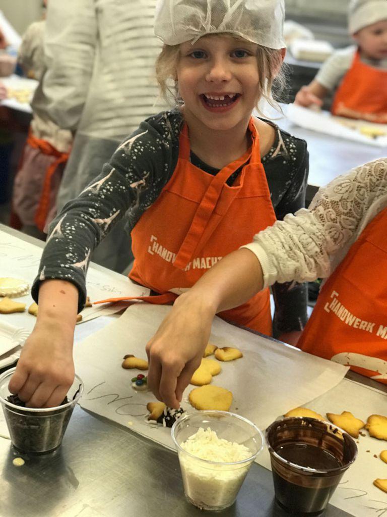 Szihn - Kinder backen Kekse
