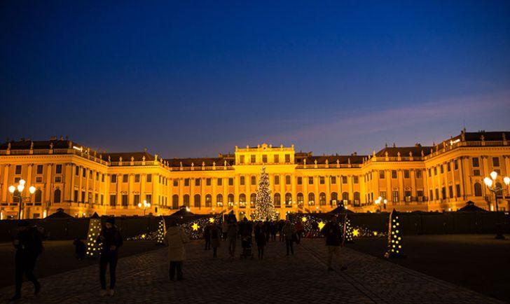Weihnachtsmarkt Schloß Schönbrunn (c) www.weihnachtsmarkt.co.at - FOTOFALLY
