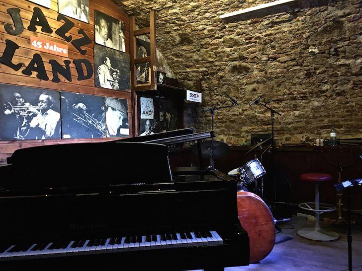 Jazzland Bühne Piano (c) STADTBEKANNT