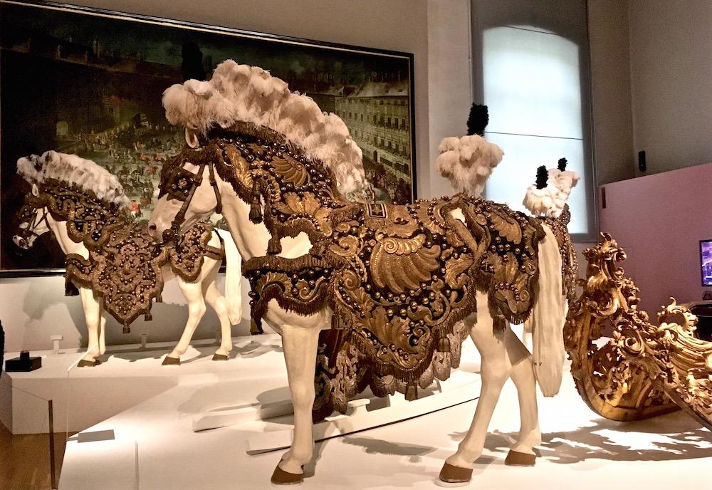 Kaiserliche Wagenburg Sattel Pferde (c) STADTBEKANNT