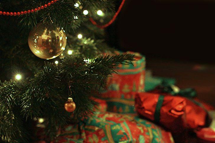 Weihnachten Christbaumkugel Geschenke (c) stadtbekannt.at