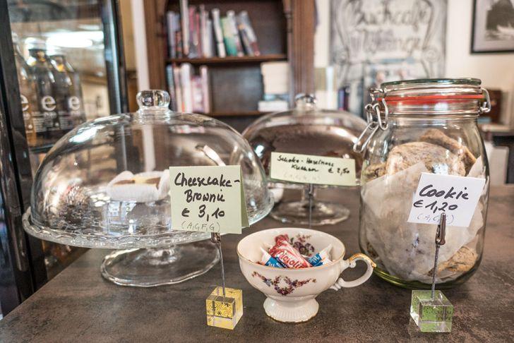 Buchcafe Melange Süßes (c) STADTBEKANNT