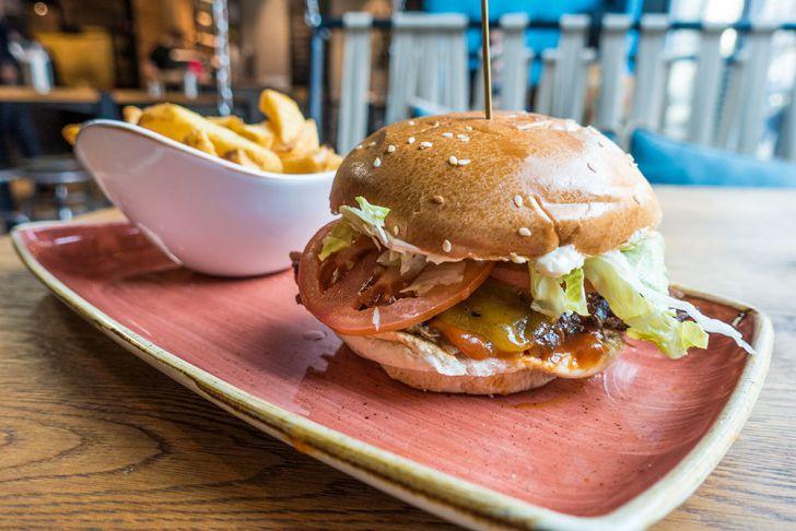 Le Burger Burger Pommes (c) STADTBEKANNT