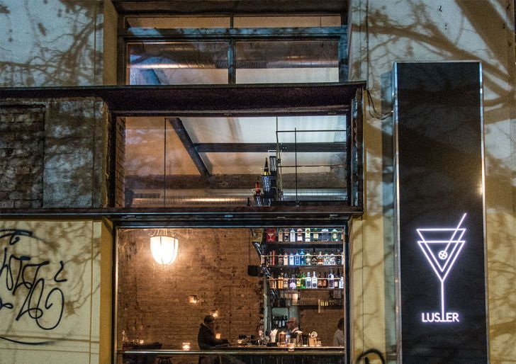 Luster Bar Eingang (c) STADTBEKANNT