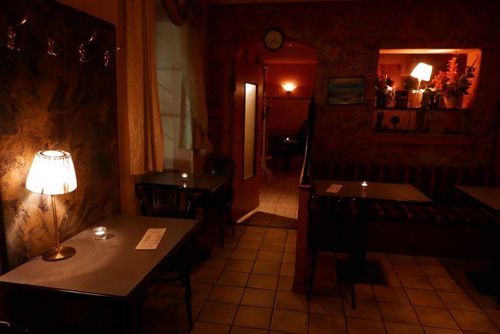 Café Monic Lokal Tische (c) STADTBEKANNT Wetter-Nohl