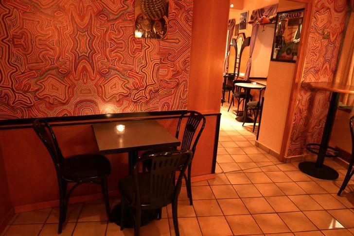 Café Monic Lokal Tisch (c) STADTBEKANNT Wetter-Nohl